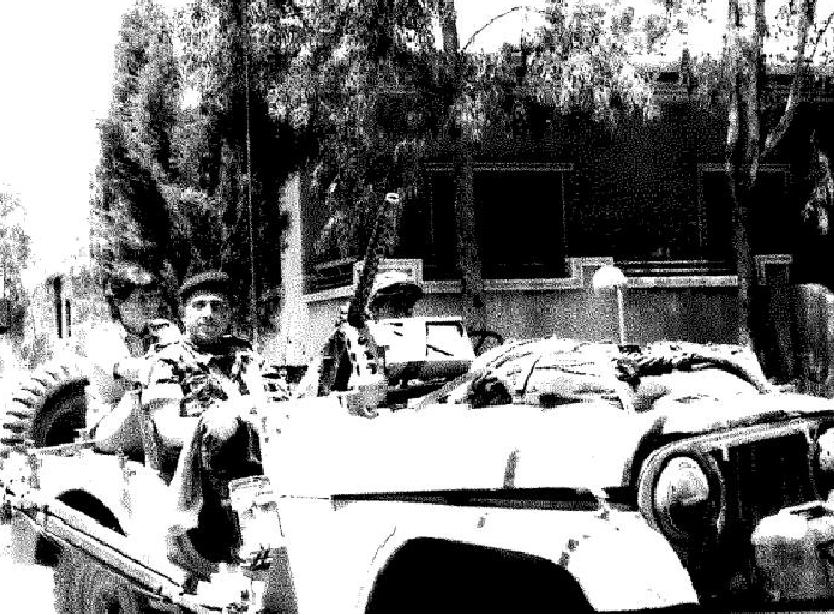 יוני 1967 בקונייטרה. רובקה אליעז ומאחור פקידת הסיירת רותי יפה [מאלבומו של אורי רבינוביץ']