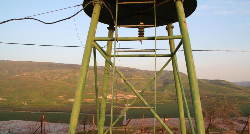 """גזרת גבול חמה בחטמ""""ר 2. מבט ממגדל השמירה של תל קציר אל הרמה הסורית והכפר תאופיק"""