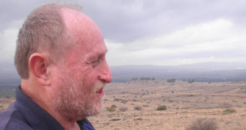 """ישראל הוברמן 2013 בדרך ההטיה, במקום בו נפגע הזחל""""ם"""