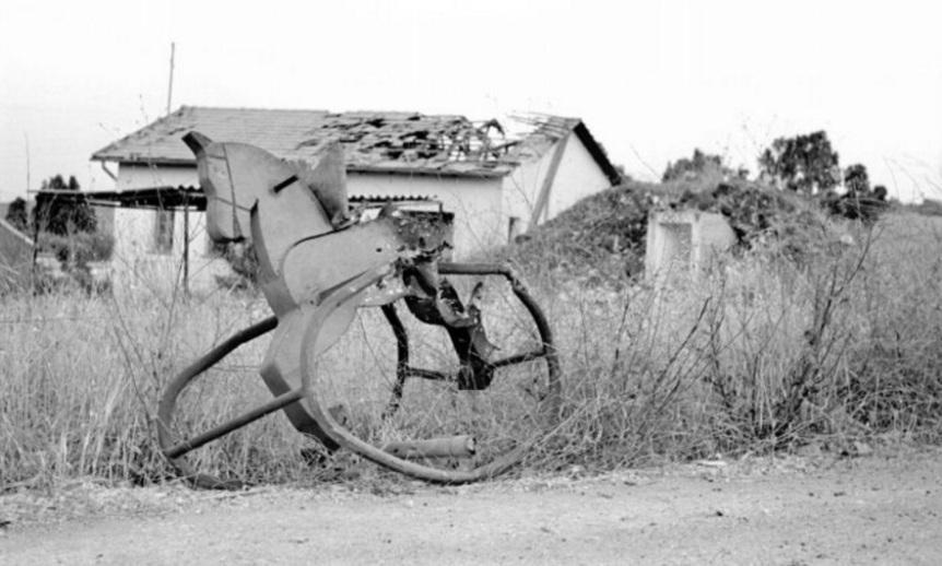 גן הילדים בראש פינה וסוס העץ שנפגע בהפגזת ה-6 ביוני 1967[צילום: במחנה]
