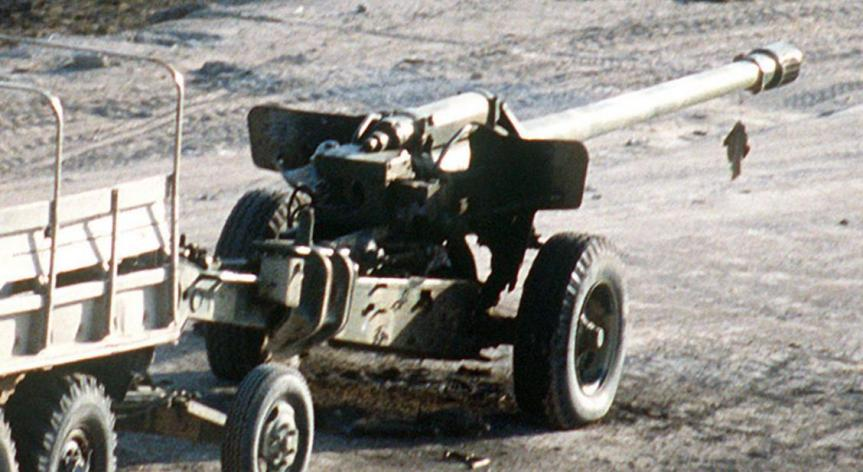 """תותח סורי 130 מ""""מ M-46 מתוצרת בריה""""מ. לקח חלק פעיל בהפגזות על ישראל"""