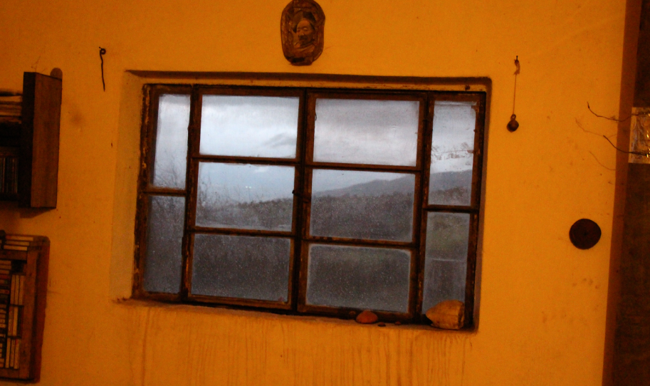חלון ומסגרות סוריים אותנטיים, משקיף לצד מערב