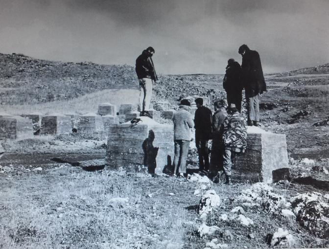 """תחקיר במחסום הקוביות (צילום מארכיון צה""""ל)"""