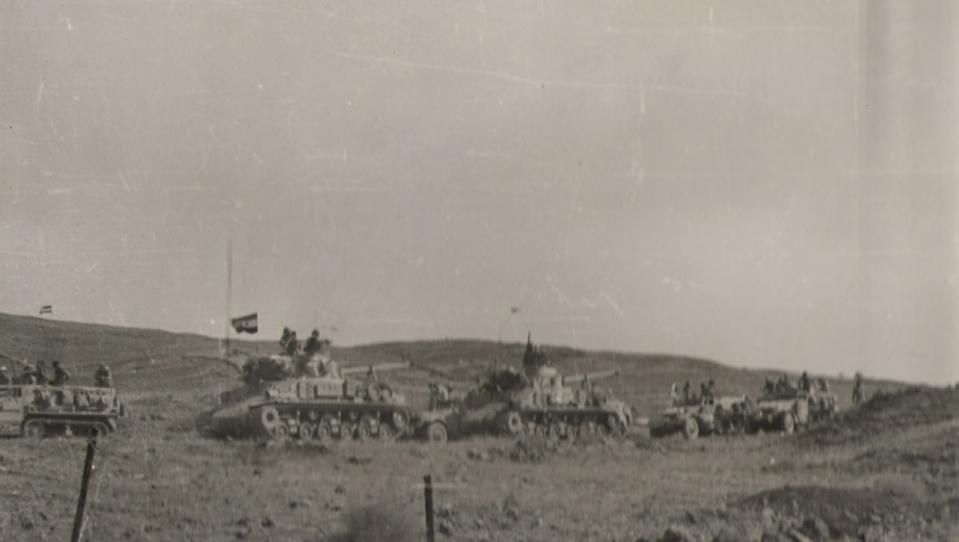 10 ביוני 1967, חטיבה 8 מנציחה את נצחונה עם דגלי סוריה