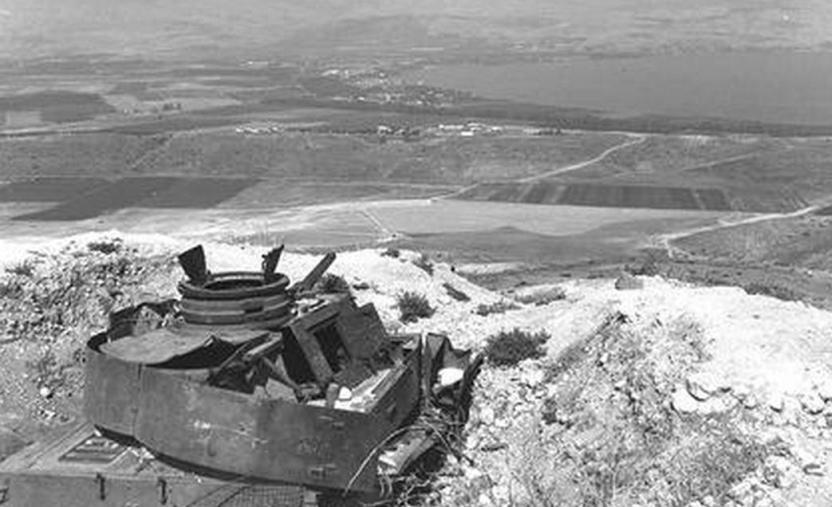 טנק פנצר סורי מביט מלמעלה על תל קציר והכינרת